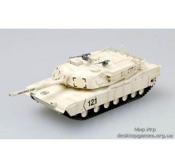 Собранная коллекционная модель танка M1A1 Kuwait 1991