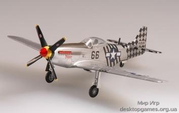 Собранная модель самолета Р-51D Мустанг