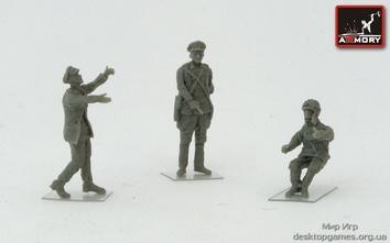 Фигурки советских летчиков времен