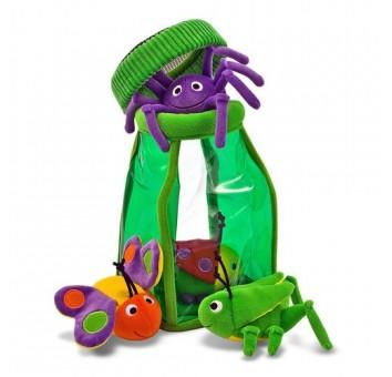 Забавные насекомые в кувшине
